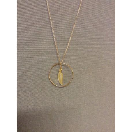 collier ras de cou chaine plaqué or et cercle +feuille nacre