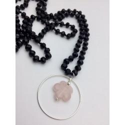 Sautoir en pierre noire fleur quartz rose