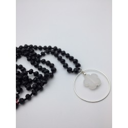 Sautoir en pierre noire fleur agate grise