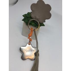 Porte cle fleur en alu à personnaliser cuir taupe