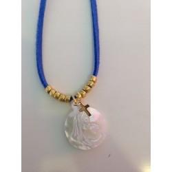collier suédine bleue vierge nacre blanche