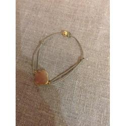 Bracelet tréfle cornaline sertie plaqué or